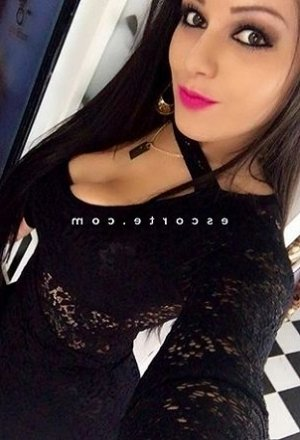 Lindia escorte girl massage à Gigean